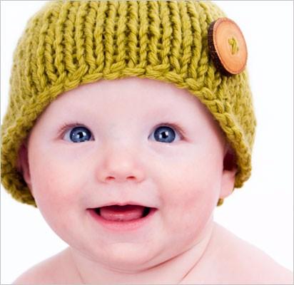 Baby-strikket-grøn-hue-venstre1