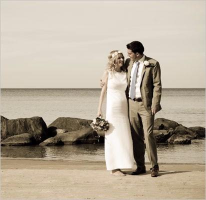 Brudepar-ved-strand-venstre4