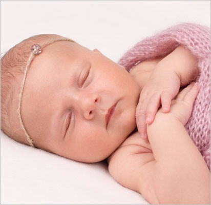 Nyfødt-rosasvøb-hvid-baggrund-venstre8